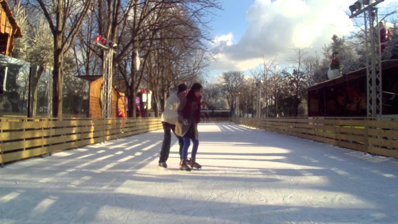 Seasonal fun on the skating rinks of Paris